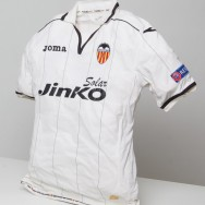 T-shirt of the VCF offered to the FC Bate Borisov